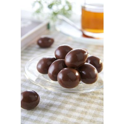 Macadamia Nuts Coated With Milk Chocolate 120g